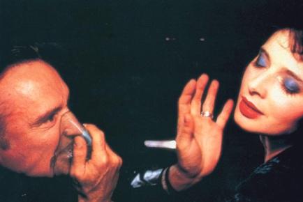 Dennis Hopper & Isabella Rossellini in 'Blue Velvet' (1986).
